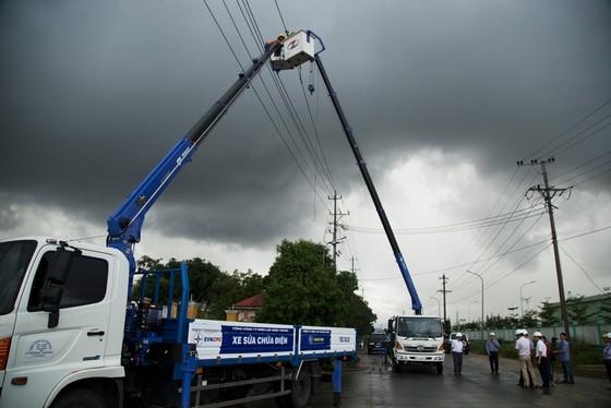 Hiện còn 579.232 khách hàng ở miền Trung - Tây Nguyên mất điện do mưa lũ kéo dài ảnh 1