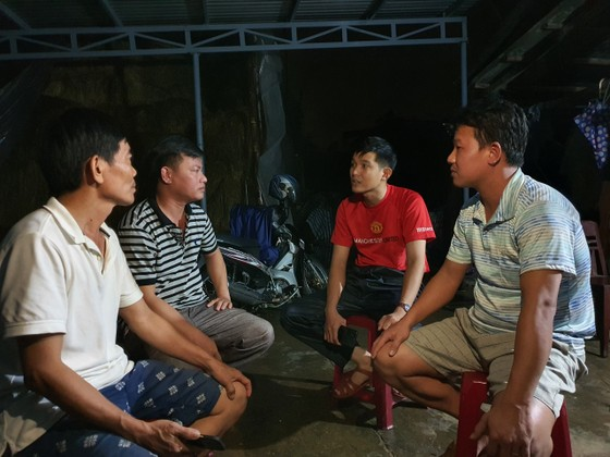 Sinh hoạt của người dân vùng lũ Đà Nẵng  ảnh 16