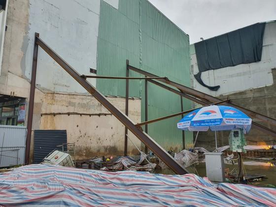Đà Nẵng di dời học sinh khỏi trường học có nhà bên cạnh bị nghiêng ảnh 1