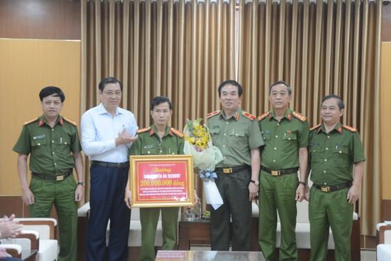 Đà Nẵng thưởng nóng Ban chuyên án phá đường dây đánh bạc qua mạng 10.000 tỷ đồng ảnh 4