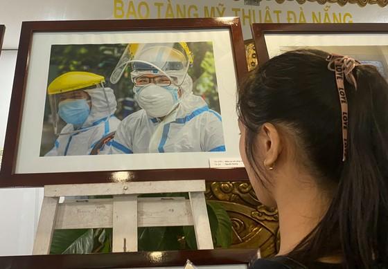 Khai mạc triển lãm 'Đà Nẵng trên tuyến đầu phòng, chống đại dịch Covid-19' năm 2020 ảnh 2