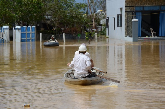 Đà Nẵng, Quảng Nam ngổn ngang sau bão  ảnh 1