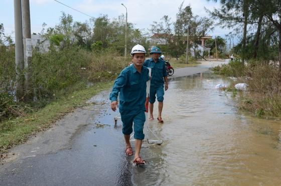 Đà Nẵng, Quảng Nam ngổn ngang sau bão  ảnh 2