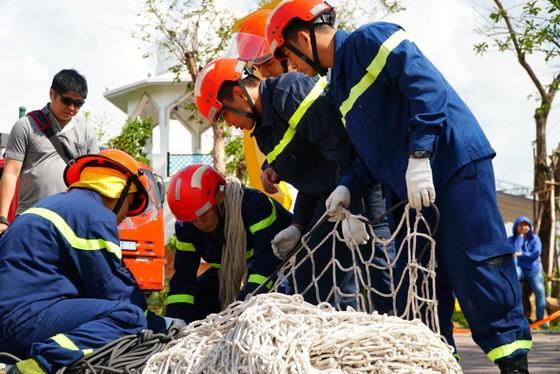 Đà Nẵng: Diễn tập cứu nạn, cứu hộ khẩn cấp ở các trò chơi mạo hiểm trên cao ảnh 1