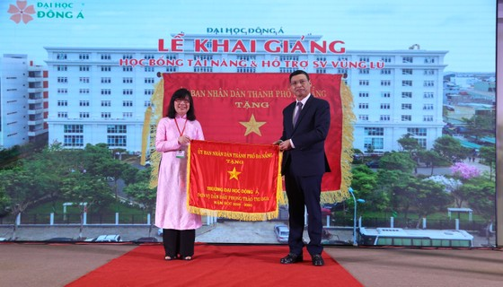 Đà Nẵng: Hơn 12 tỷ đồng học bổng dành cho tân sinh viên ảnh 2