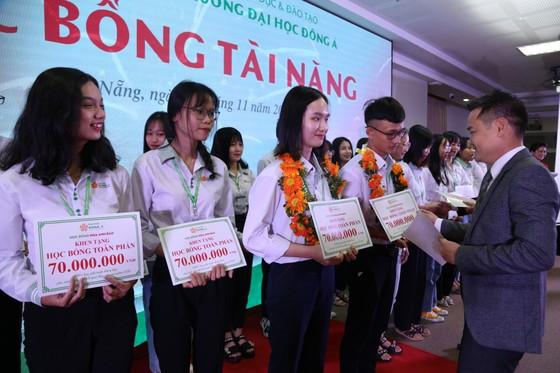 Đà Nẵng: Hơn 12 tỷ đồng học bổng dành cho tân sinh viên ảnh 1
