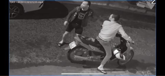 Đà Nẵng: Làm rõ 14 vụ đập gương chắn gió ô tô thiệt hại gần 170 triệu đồng ảnh 3
