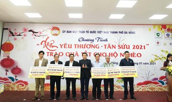 Trao 10.672 suất quà tết cho người nghèo ở Đà Nẵng ảnh 1