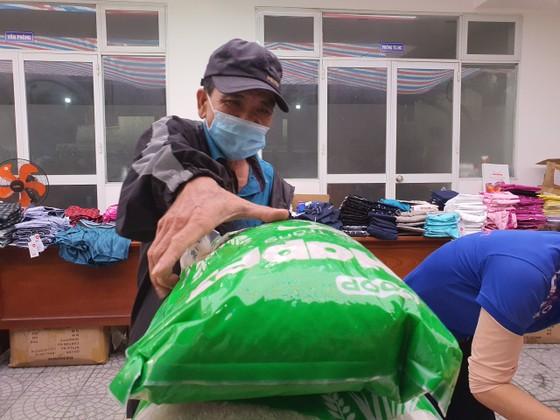 Chợ Nhân đạo - món quà Tết cho người dân nghèo Đà Nẵng ảnh 2