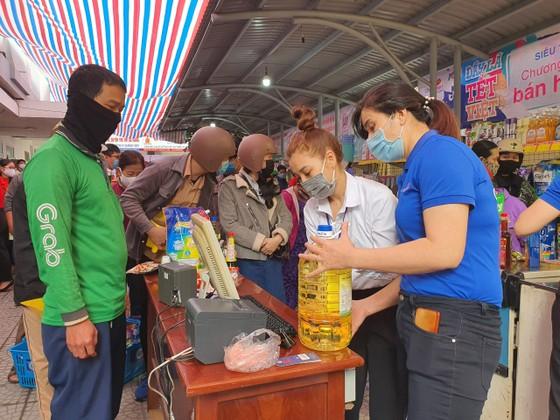 Chợ Nhân đạo - món quà Tết cho người dân nghèo Đà Nẵng ảnh 7