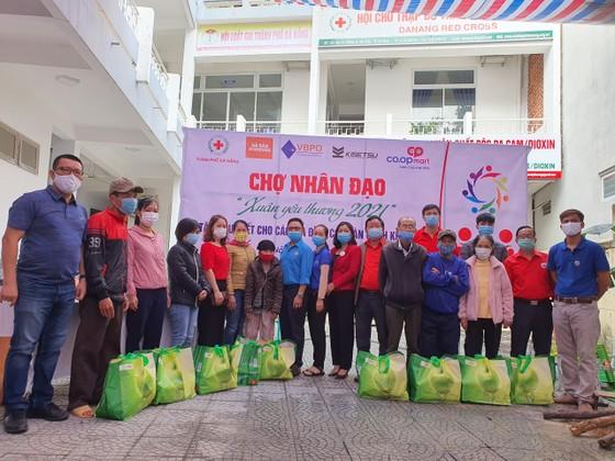 Chợ Nhân đạo - món quà Tết cho người dân nghèo Đà Nẵng ảnh 5
