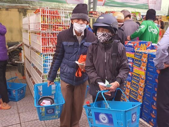 Chợ Nhân đạo - món quà Tết cho người dân nghèo Đà Nẵng ảnh 1