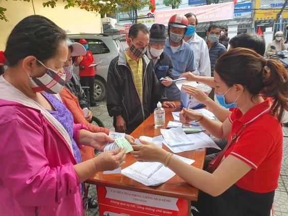 Chợ Nhân đạo - món quà Tết cho người dân nghèo Đà Nẵng ảnh 6