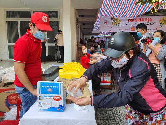 Chợ Nhân đạo - món quà Tết cho người dân nghèo Đà Nẵng ảnh 4