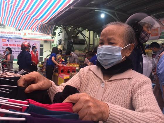 Chợ Nhân đạo - món quà Tết cho người dân nghèo Đà Nẵng ảnh 3