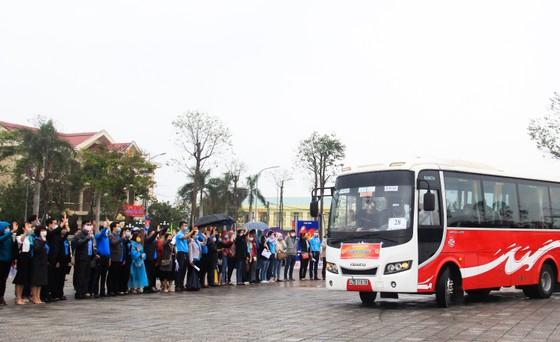 Đà Nẵng hỗ trợ xe đưa 3.000 lao động về quê đón tết ảnh 12