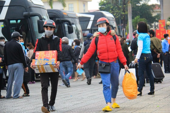 Đà Nẵng hỗ trợ xe đưa 3.000 lao động về quê đón tết ảnh 6