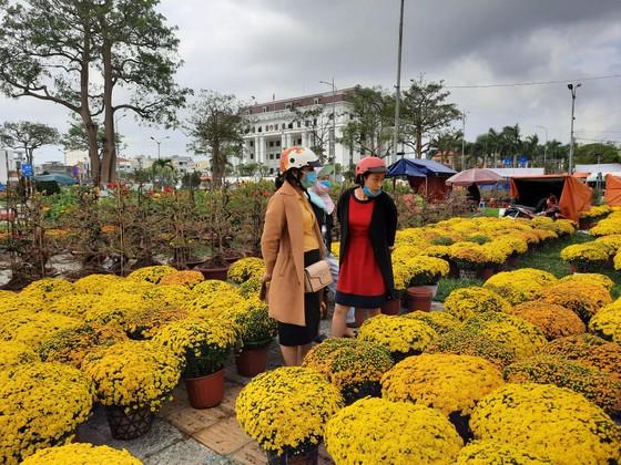 Tiểu thương chợ hoa tết ở Đà Nẵng 'nhớ' người mua ảnh 2