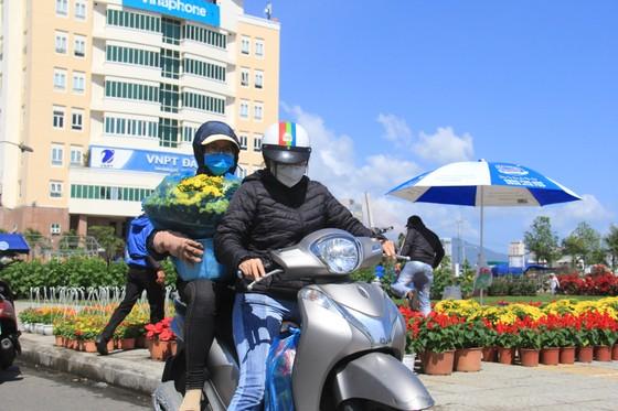 Tiểu thương chợ hoa tết ở Đà Nẵng 'nhớ' người mua ảnh 8