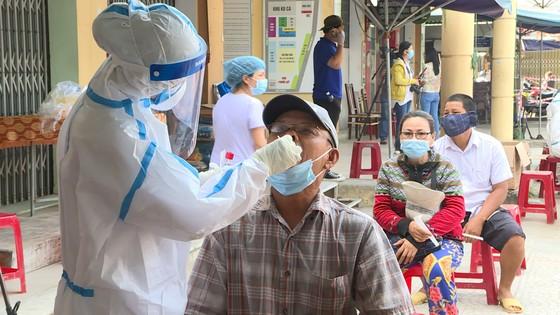 Đà Nẵng: Bệnh nhân Covid-19 đi chợ Phước Mỹ, hơn 500 tiểu thương được lấy mẫu xét nghiệm ảnh 1