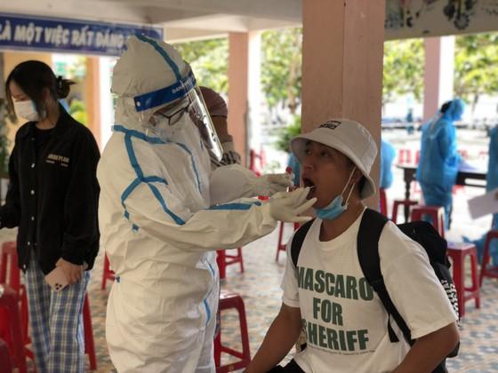 500 nhân viên làm việc tại các vũ trường, karaoke, spa, masage ở Đà Nẵng được xét nghiệm Covid-19 ảnh 4