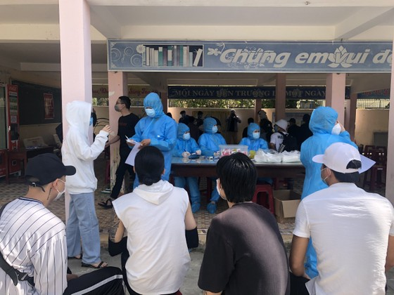 500 nhân viên làm việc tại các vũ trường, karaoke, spa, masage ở Đà Nẵng được xét nghiệm Covid-19 ảnh 2