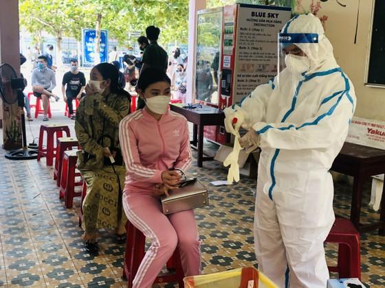 500 nhân viên làm việc tại các vũ trường, karaoke, spa, masage ở Đà Nẵng được xét nghiệm Covid-19 ảnh 3