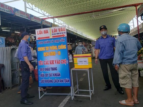 Đà Nẵng: Ngày đầu người dân đi chợ bằng thẻ để phòng chống dịch Covid-19 ảnh 6