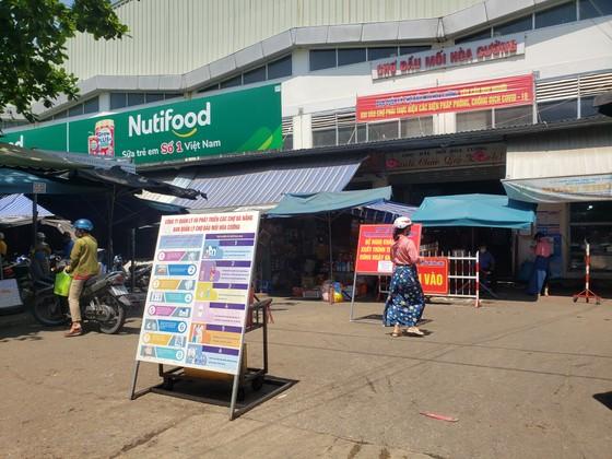 Đà Nẵng: Ngày đầu người dân đi chợ bằng thẻ để phòng chống dịch Covid-19 ảnh 9