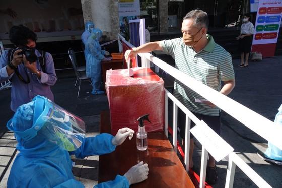 Đà Nẵng: Diễn tập bầu cử tại khu vực phong toả chung cư F-Home ảnh 9