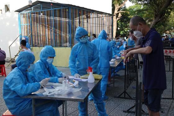 Đà Nẵng bắt đầu xét nghiệm SARS-CoV-2 đại diện hộ gia đình  ảnh 8