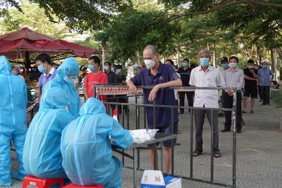 Đà Nẵng bắt đầu xét nghiệm SARS-CoV-2 đại diện hộ gia đình  ảnh 6