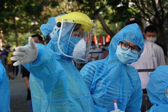 Đà Nẵng bắt đầu xét nghiệm SARS-CoV-2 đại diện hộ gia đình  ảnh 7
