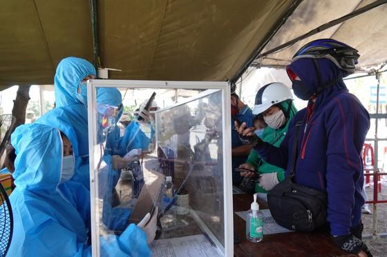 Chốt kiểm dịch Covid-19 tại TP Đà Nẵng: Áp lực chồng áp lực ảnh 1