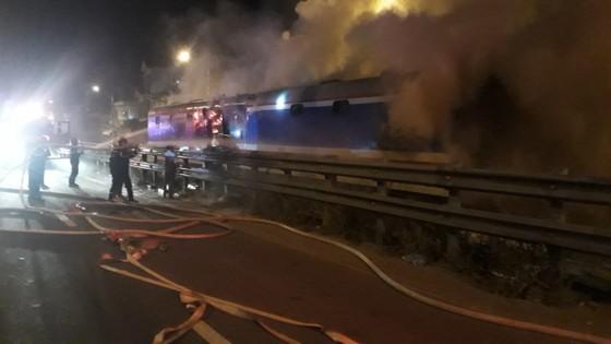 Toa tàu SE8 bất ngờ bốc cháy khi chạy qua TP Đà Nẵng ảnh 1