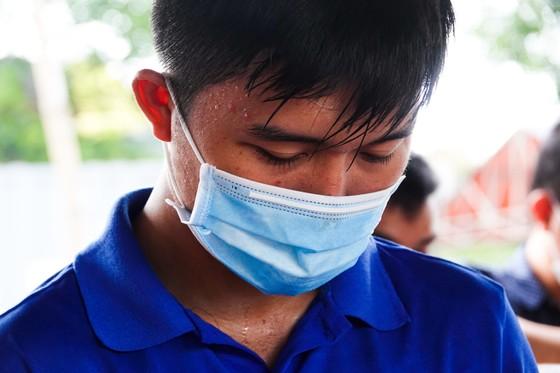 Đà Nẵng: Các thành viên kiểm soát dịch Covid-19 căng mình dưới thời tiết nắng nóng ảnh 10