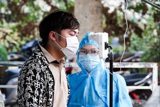 Đà Nẵng: Các thành viên kiểm soát dịch Covid-19 căng mình dưới thời tiết nắng nóng ảnh 6