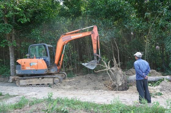 Người dân hiến đất làm đường, xây dựng nông thôn mới ảnh 1