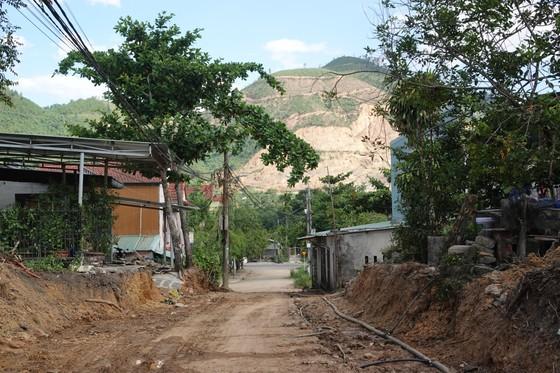 Người dân hiến đất làm đường, xây dựng nông thôn mới ảnh 3