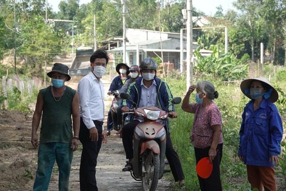 Người dân hiến đất làm đường, xây dựng nông thôn mới ảnh 4