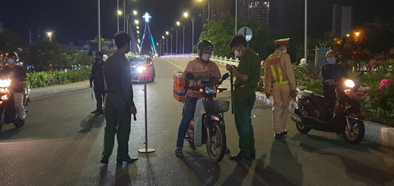 Đà Nẵng: Phong tỏa 4 phường thuộc quận Sơn Trà, người dân không ra đường sau 20 giờ ảnh 7