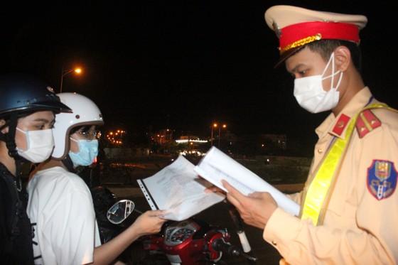 Đà Nẵng: Phong tỏa 4 phường thuộc quận Sơn Trà, người dân không ra đường sau 20 giờ ảnh 10
