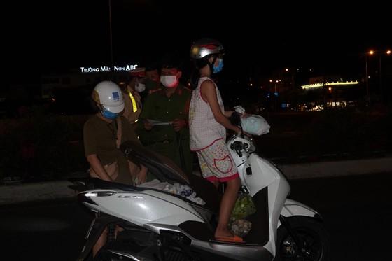 Đà Nẵng: Phong tỏa 4 phường thuộc quận Sơn Trà, người dân không ra đường sau 20 giờ ảnh 9