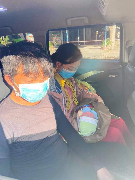 Hành trình gian truân của bé trai 10 ngày tuổi cùng ba mẹ vượt cả ngàn cây số về quê bằng xe máy ảnh 3