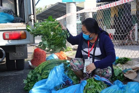 Đà Nẵng: Ngày đầu mở lại một số chợ truyền thống ảnh 3