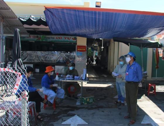 Đà Nẵng: Ngày đầu mở lại một số chợ truyền thống ảnh 4