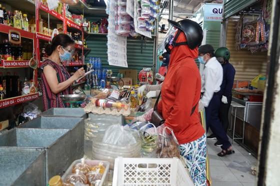 Đà Nẵng: Ngày đầu mở lại một số chợ truyền thống ảnh 11