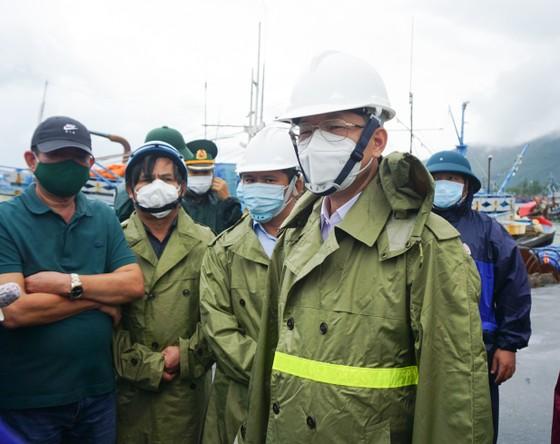 Các tỉnh miền Trung khẩn trương ứng phó bão số 5 đổ bộ  ảnh 15