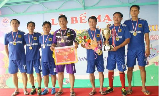 Giải bóng đá mừng Đảng mừng Xuân 2018 – Cúp Bình Điền Tây Ninh lần 1: Sở NN&PTNT đoạt Cúp vàng ảnh 1