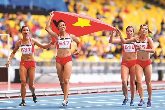 10 gương mặt trẻ Việt Nam tiêu biểu năm 2017: Lê Tú Chinh và món quà tuyệt vời! ảnh 1